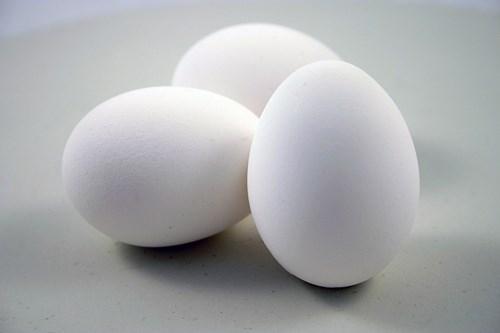Truyện cười: Bán trứng vì ngoại tình