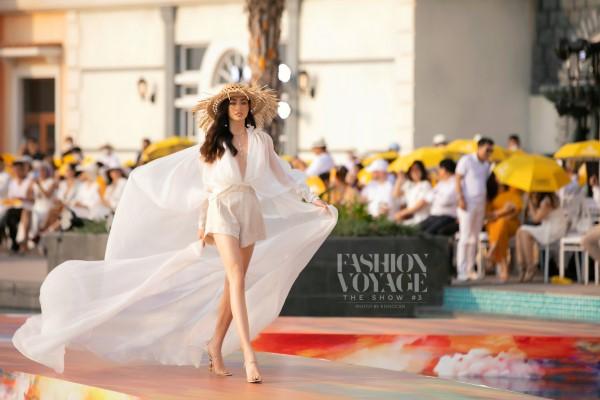 Hoa hậu Đỗ Mỹ Linh, Lương Thùy Linh, Đỗ Hà catwalk 'bên ánh mặt trời'