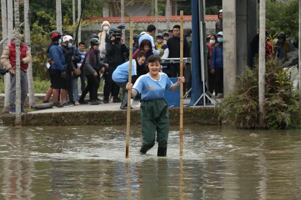 Vân Dung lội bùn, Cơ hội đổi đời, HTV7