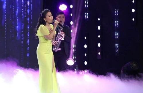 'Ký ức vui vẻ': Cẩm Ly hát 'Mình ơi' tưởng nhớ cố nhân