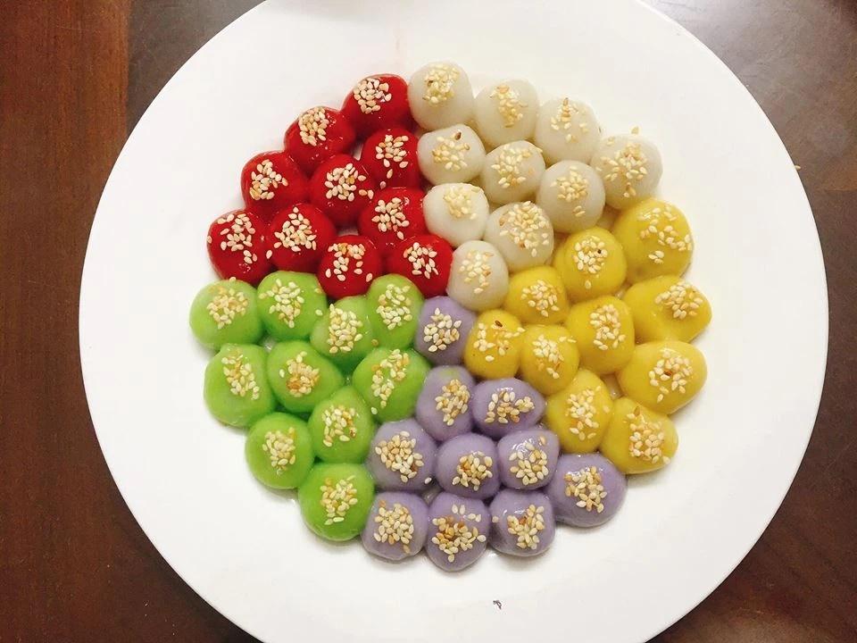Cách làm bánh trôi bánh chay ngũ sắc bắt mắt trong ngày Tết Hàn thực
