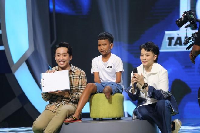Siêu tài năng nhí, Siêu tài năng nhí tập 5, Cậu bé khuyết chân tay mê đá bóng, Trấn Thành, Hari Won, xem Siêu tài năng nhí, chương trình Siêu tài năng nhí