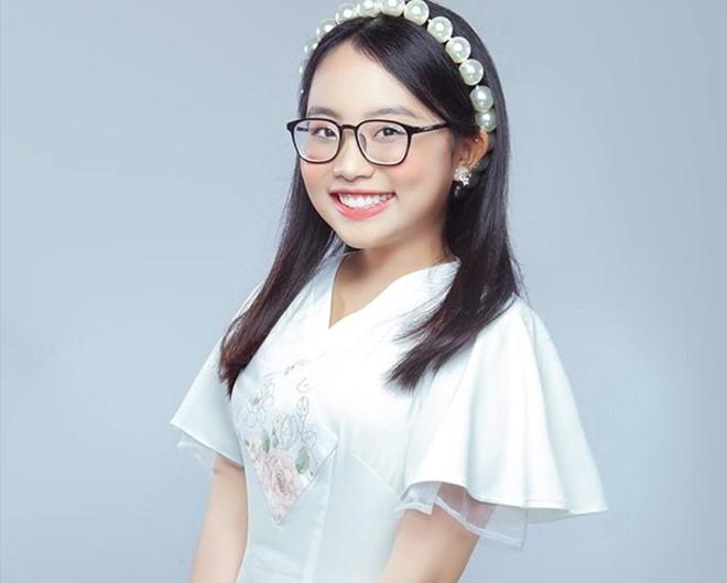 Sao Việt, Quảng cáo lố, Phương Mỹ Chi, Hồng Vân, Quyền Linh