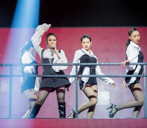 'Thần tượng đối thần tượng':Orange hát'Hoang mang' khiến Hà Lê 'ngả mũ'