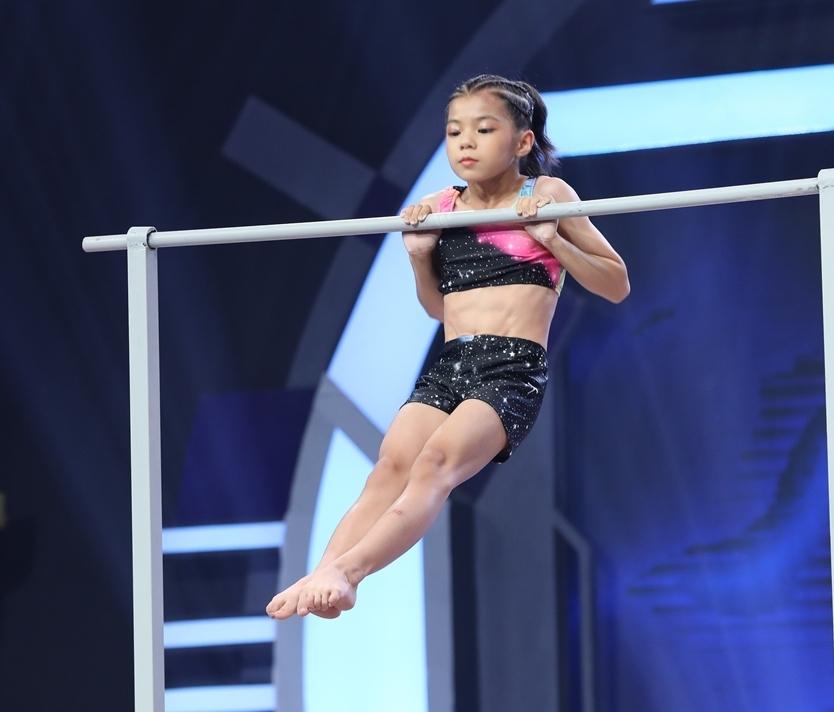 Trấn Thành, Hari Won 'té ngửa' trước thí sinh sở hữu 10kg huy chương