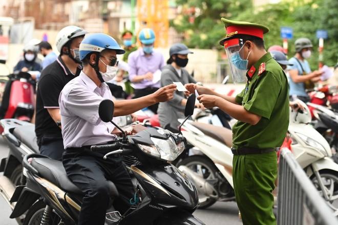 Thành ủy Hà Nội chỉ đạo xem xét nới lỏng một số dịch vụ sau ngày 15/9 và ngày 21/9