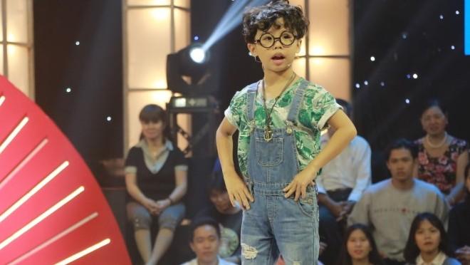 Xem 'Thách thức danh hài tập 7': Bé 7 tuổi mang 'thằng bờm' lên sân khấu 'hạ gục' Trường Giang