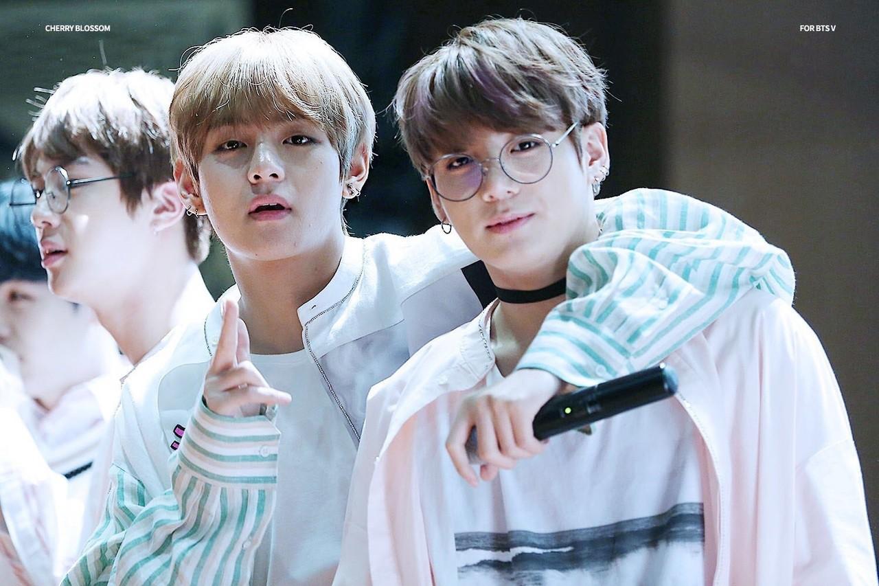 BTS, bts (bangtan boys), bts Jungkook, bts V, jungkook và V song ca, jungkook và V yêu nhau, ảnh Jungkook và V, Jungkook và Taehyung, tin tức BTS, ảnh BTS 2019