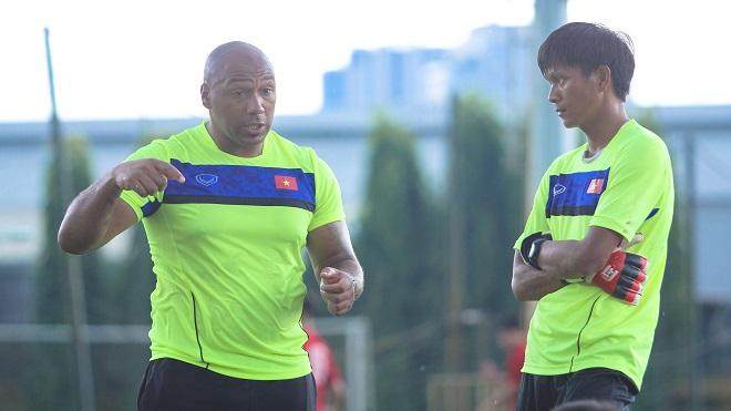 HLV Jason Brown: 'Thủ môn U19 Việt Nam phải cải thiện kỹ thuật trước tiên'