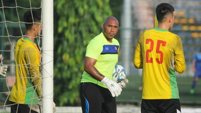 Tuyển Việt Nam lần đầu làm việc với HLV thủ môn ngoại