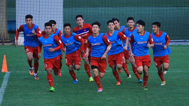 U23 Việt Nam đá 3 hậu vệ, thủ môn Tiến Dũng chấn thương