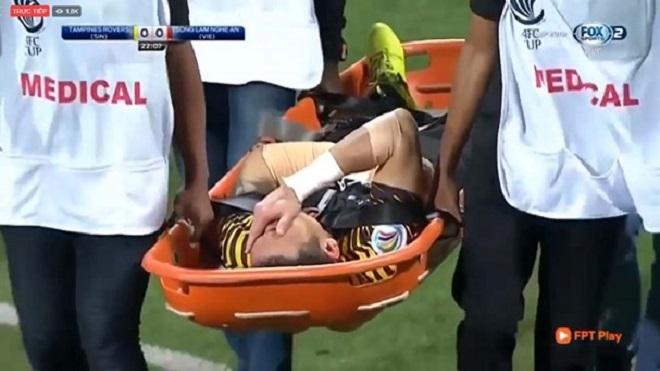 Cầu thủ U23 Việt Nam làm việc thiện, cựu thủ môn tuyển Việt Nam gặp chấn thương nặng