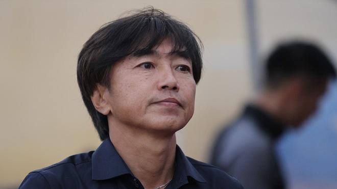 HLV Miura chê sân Thanh Hóa, Tiến Dũng tiếp tục nhận lời khen