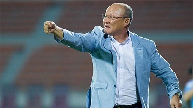 HLV Park Hang Seo dự khán trận Hà Nội - Hải Phòng, thủ môn Campuchia sai lầm khó tin