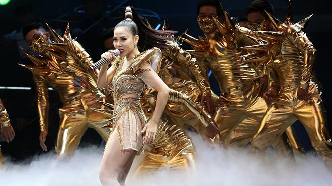Liveshow 25 năm: 'Phượng hoàng lửa' cất cánh - Thu Minh đã là Diva trong lòng khán giả