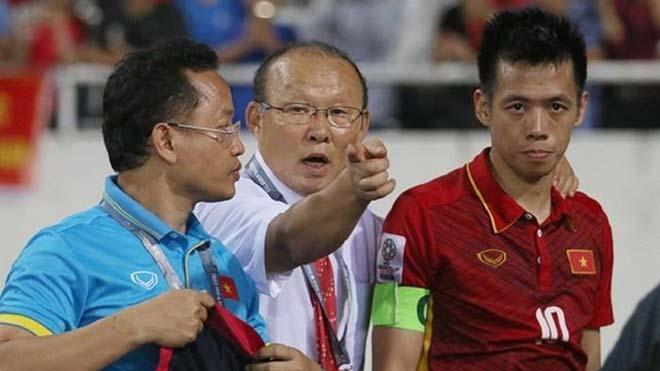Xuất sắc nhất V-League, Văn Quyết vẫn bị HLV Park Hang Seo từ chối?