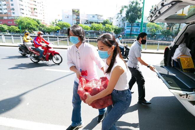 Nghệ sĩ chống dịch, Nghệ sĩ làm tình nguyện viên, Nghệ sĩ làm tình nguyện viên chống dịch, MC Quỳnh Hoa, nghệ sĩ chống dịch Covid-19, tình nguyện viên nghệ sĩ, MC QUYNH HOA