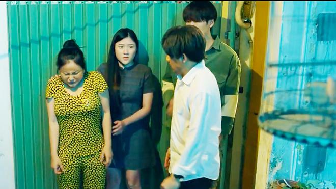 'Bố già' tập 2: Hari Won xuất hiện, Trấn Thành suýt đánh vợ vì mượn nợ xã hội đen