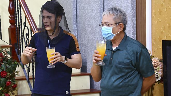 Sợ dịch COVID-19, nghệ sĩ Trung Dân đeo khẩu trang quay phim