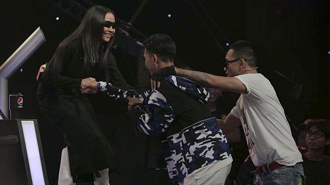 'Rap Việt': Rap quá chất trên nền nhạc Trịnh, thí sinh 24 tuổi được Suboi bấm chọn thay Binz