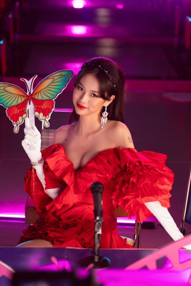 Phí Phương Anh, Phí Phương Anh là ai, Phí Phương Anh the face, Phí Phương Anh tiểu sử, mv cánh bướm dối gian, xem mv cánh bướm dối gian, phí phương anh đạo nhạc, phí phương anh viruss