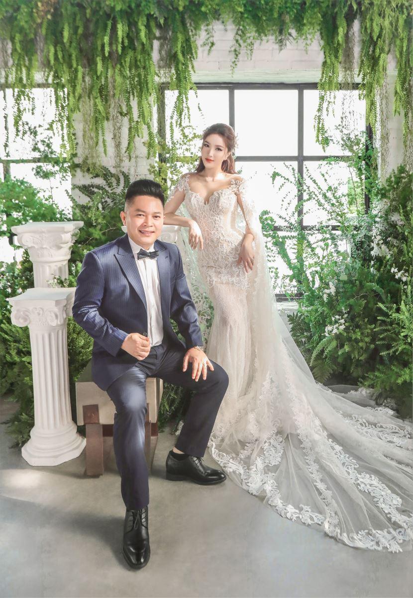 Đám cưới Bảo Thy và ông xã doanh nhân diễn ra ở nhà thờ và khách sạn tại TP HCM nhưng vì muốn đảm bảo sự riêng tư, gia đình ca sĩ đã đánh tiếng truyền thông không tác nghiệp. Nghệ sĩ tham dự tiệc cưới chỉ có 5 người.