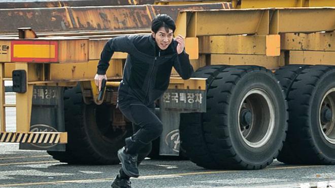 'Vagabond' tập 12: Bị cả Chính phủ truy đuổi, Lee Seung Gi và Suzy vẫn áp giải nghi phạm đến tòa án