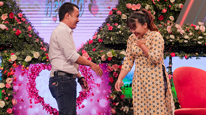 Bạn muốn hẹn hò: NSND Hồng Vân nắm tay Quyền Linh đòi bỏ về khi đang mai mối