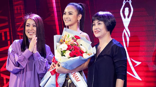 Đại diện Việt Nam thi Miss Charm gây ngỡ ngàng với thân thế và khả năng tiếng Anh