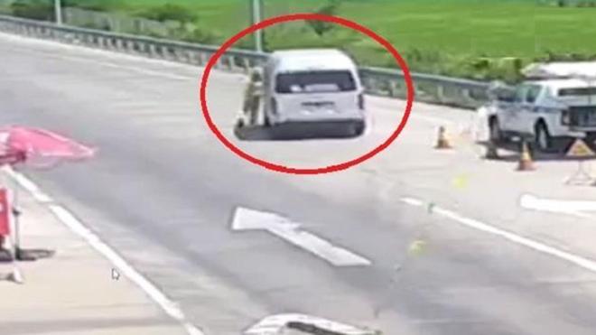 Khởi tố tài xế đâm Cảnh sát giao thông rồi bỏ chạy khỏi chốt kiểm dịch Covid-19