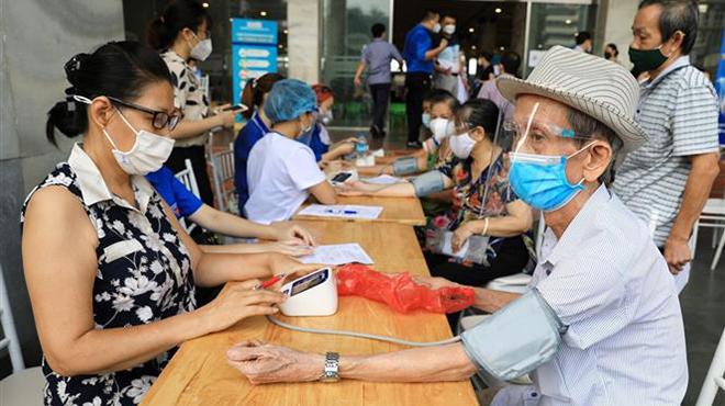Đẩy nhanh tiêm chủng và xét nghiệm để Hà Nội sớm trở lại trạng thái bình thường mới