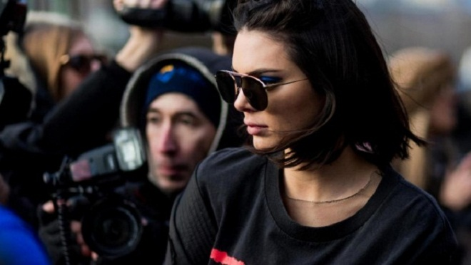 Kendall Jenner bán nude táo bạo với bốt cam trăm triệu