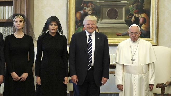 Vợ con Tổng thống Mỹ đeo mạng đen diện kiến Giáo hoàng Francis
