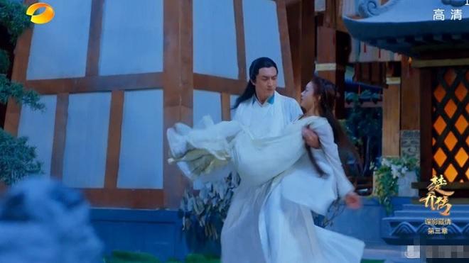 'Đặc công Hoàng phi Sở Kiều truyện': Lâm Canh Tân nhắn Triệu Lệ Dĩnh 'ăn ít thôi' sau cảnh bế