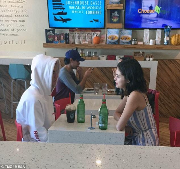 Phóng viên trang TMZ ghi lại khoảnh khắc Justin Bieber và Selena Gomez cùng nhau ăn sáng ở California