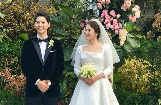 """Dẫn dắt lễ trao giải MAMA là hoạt động tái xuất đầu tiên của Song Joong Ki kể từ sau """"đám cưới thế kỷ"""" với kiều nữ Song Hye Kyo hôm 31/10"""