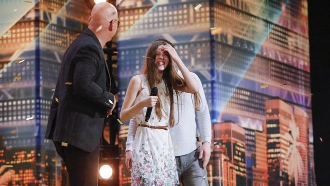 Got Talent Mỹ: Bé 13 tuổi siêu nhát khiến cả khán phòng đứng dậy khi cất giọng