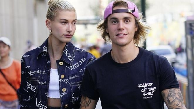 Justin Bieber cầu hôn Hailey Baldwin: Tuyệt chiêu ngỏ lời chỗ đông người mà không ảnh nào rò rỉ