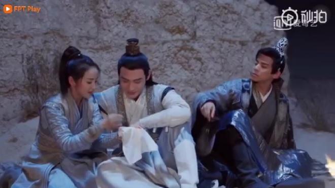 'Tiểu nữ Hoa Bất Khí' tập 34-35: Hoa Bất Khí và Trần Dục ân ái, khiến Đông Phương Thạch tức điên