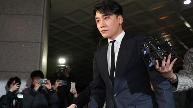 Cả đêm trả lời chất vấn ở đồn cảnh sát, Seungri (Big Bang) đã nói điều này khi bước ra