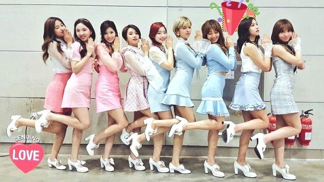Những lần thành viên Twice bắt nạt chị em trong nhóm khiến fan bật cười