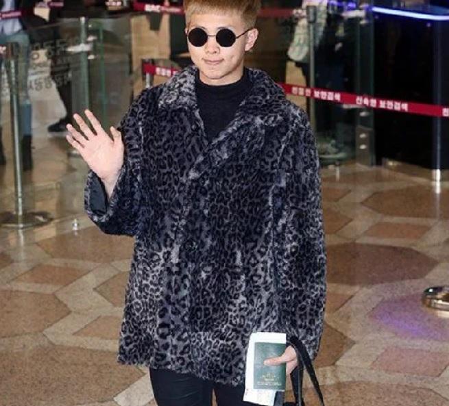 BTS, những bộ đồ thảm họa chỉ nhan sắc BTS may ra mới cân được, thời trang thảm họa của BTS, những trang phục thảm họa của BTS