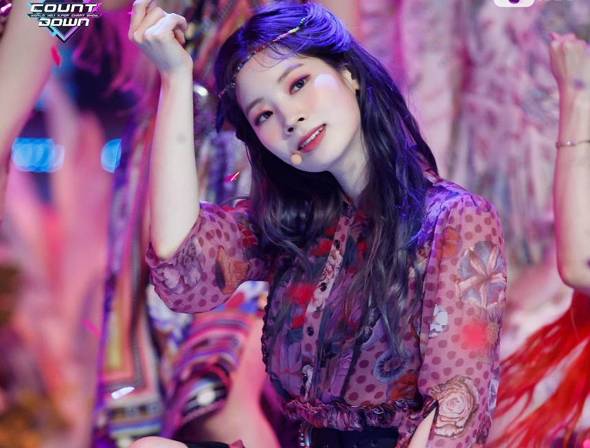 Twice, More and More của Twice, Bóc giá loạt trang phục trong More and More, Sana Twice, Momo Twice, Nayeon Twice, Chaeyoung Twice, Jihyo Twice, Mina Twice, Dahyun Twice