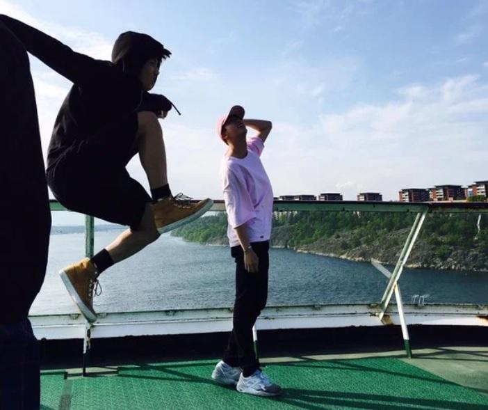 BTS, Jin BTS, Jin BTS selfie, Jin BTS bị phá đám khi selfie, ảnh tự Jin BTS tự chụp, Jungkook BTS, V BTS, RM BTS, Jimin BTS