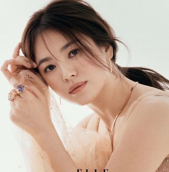 Song Hye Kyo, Song Hye Kyo đẹp lộng lẫy, Song Hye Kyo Elle, Song Hye Kyo Song Joong Ki, Song Hye Kyo Hyun Bin, scandal Song Hye Kyo, Song Hye Kyo hậu ly hôn