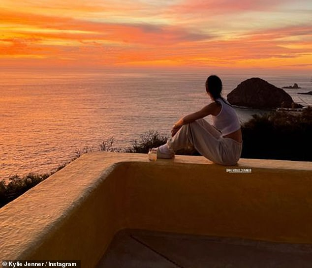 Kylie Jenner, tỷ phú Kylie Jenner, hot girl Kylie Jenner, Kim siêu vòng 3, Kardashian, truyền hình thực tế Mỹ, Kendal Jenner, Kim Kardashian, Kylie Jenner bikini