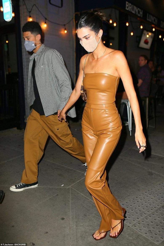 Kendall Jenner, Kendall Jenner hẹn hò, em gái Kim siêu vòng 3, Kim Kardashian, Kendall Jenner Devin Booker, Devin Booker, Kendall Jenner siêu mẫu, Victoria secret