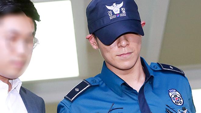 Hình ảnh T.O.P của Big Bang bị trục xuất khỏi quân ngũ