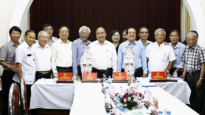 Thủ tướng Nguyễn Xuân Phúc: Văn nghệ sỹ Việt Nam một lòng theo Đảng, theo cách mạng
