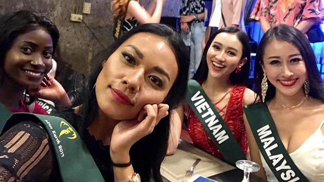 Hà Thu hát 'Colors of the wind' trong phần thi tài năng tại Miss Earth 2017